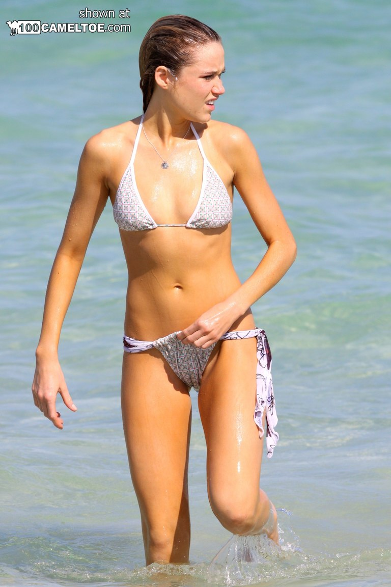 Celebrity cameltoes bikini