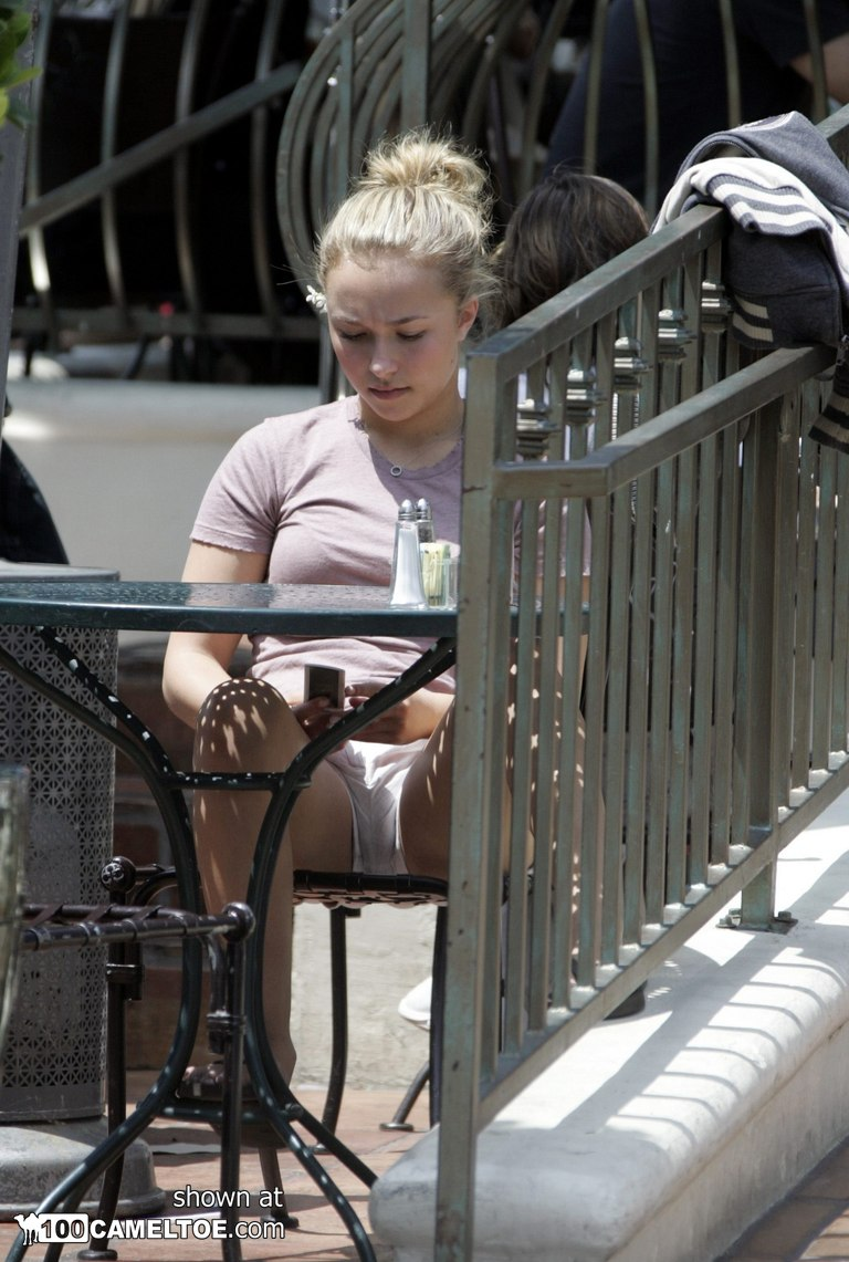 Hayden panettiere shows clit