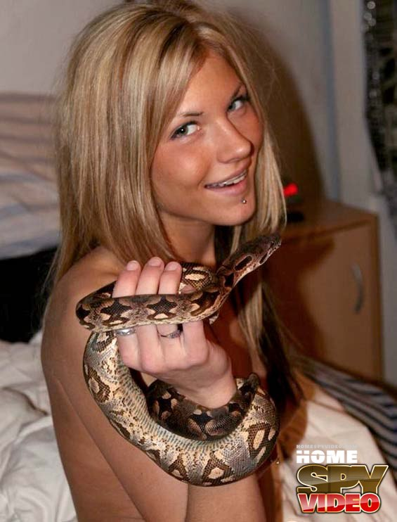 Luxurious blonde gets shot on home cam with her snake