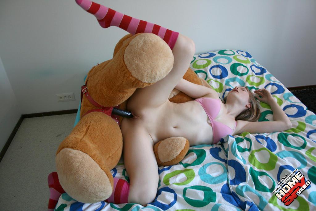 фото голых девушек с игрушками