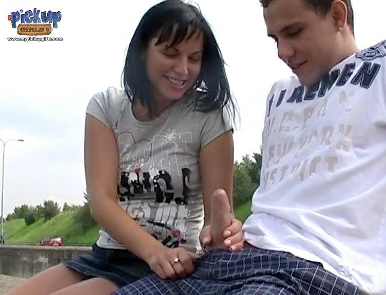 pokazal-svoe-dostoinstvo-devushkam-video